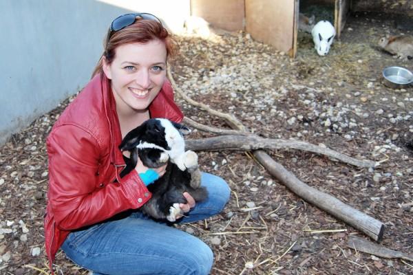 Ania z królikiem