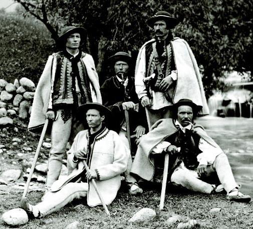 Przewodnicy_tatrzanscy_1877a