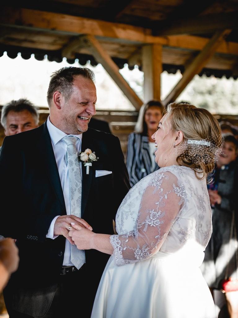 Wiedeński fotograf ślubny, ojciec i córka w ślubnej sukni